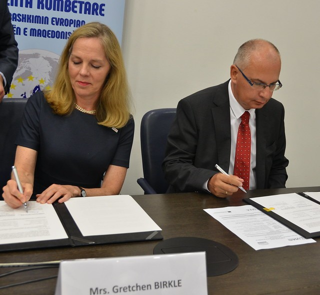 USAID Acting Country Representative, Gretchen Birkle and the Slovak Ambassador to North Macedonia Henrik Markus signed a memorandum of understanding