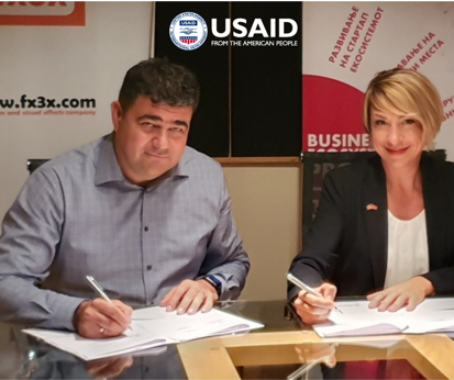Mirjana Makedonska, Chief of Party of USAID's Business Ecosystem Project and Kristijan Danilovski, co-founder and managing director at FX3X signing the MOU