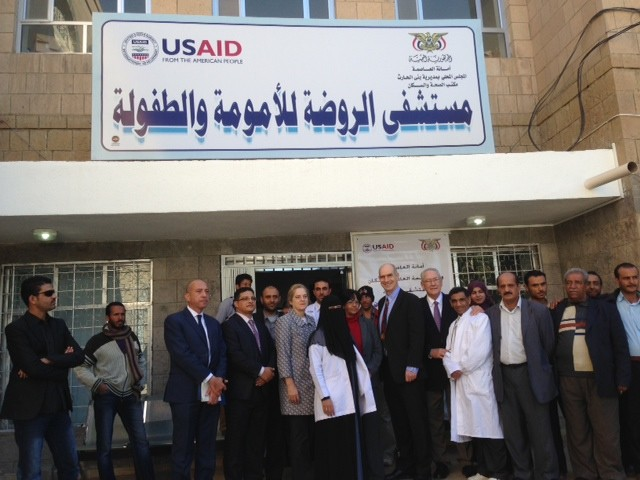 USAID Associate Administrator Mark Feierstein visits Al-Rawadhah hospital.