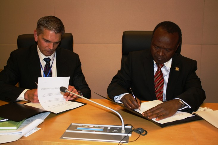 Assistant Administrator Earl Gast and Africa Union Commission Deputy Chairperson Mwencha sign implementation letter
