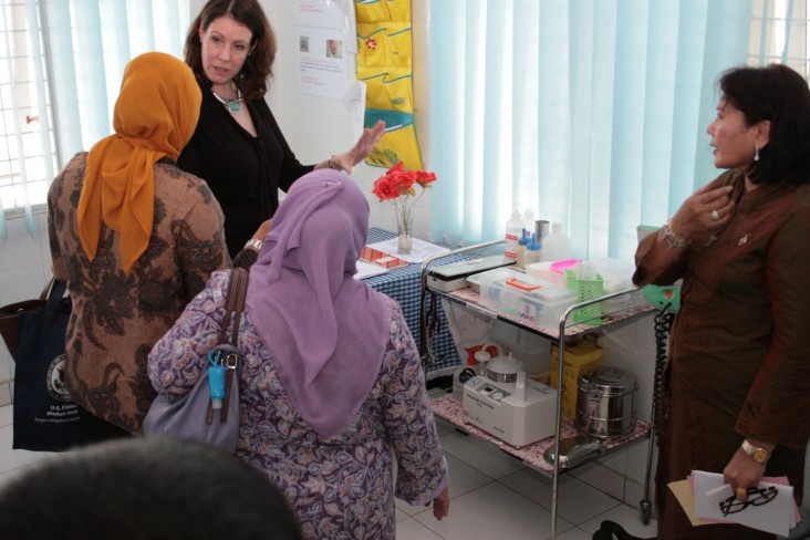 U.S. Consul for Sumatra Visits Community Health Center