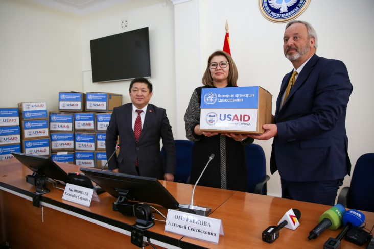 Vice Prime Minister Omurbekova receives the symbolic box of equipment from USAID Mission Director Gary Linden.
