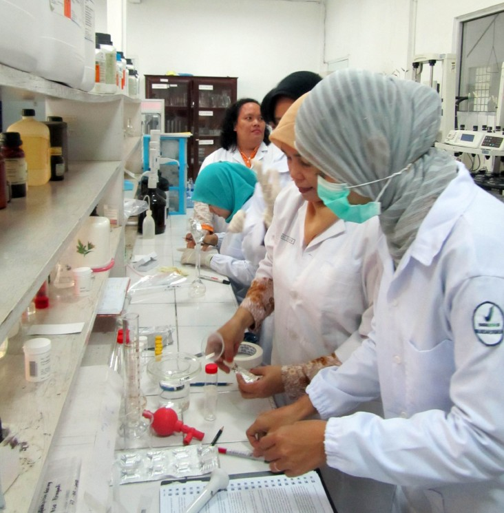 Food and drug agency team performs tests on local tuberculosis antibiotics
