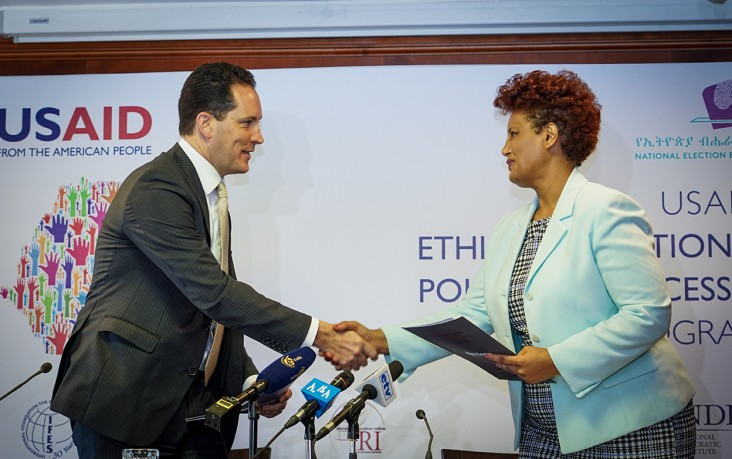 Image of USAID Mission Director Sean Jones and NEBE Ethiopia chair Birtukan Midekssa