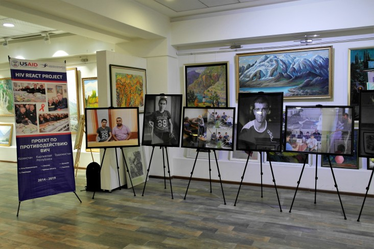 "Photo Exhibition ""On the Edge"" Aims to Increase Tolerance of Former Prisoners"