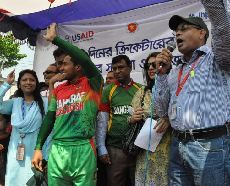 Bangladeshi Cricket Star Mushfiqur Rahim spends a day with USAID's Mamoni Maternal and Child health care Project