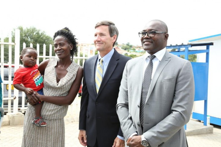 US Ambassador in Namibia with TB patients