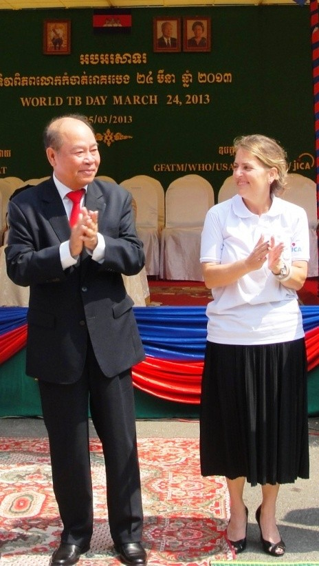 Cambodian Minister of Health Mam Bunheng (left) and Monique Mosolf of USAID (right) commemorate World TB Day