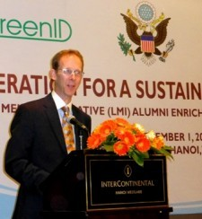 USAID Mission Director Joakim Parker addresses the LMI alumni in Hanoi.