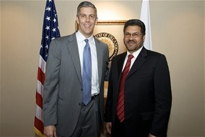 Minister of Education Ghulam Farooq Wardak (right) meets with Secretary of Education Arne Duncan.