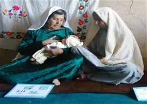 A community health worker provides basic information on newborn care to Miriam from Bamyan Province.