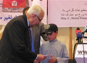 The son of the late Sadim Khan Bahadorzoy accepts a donation from the Journalist Legacy Fund.