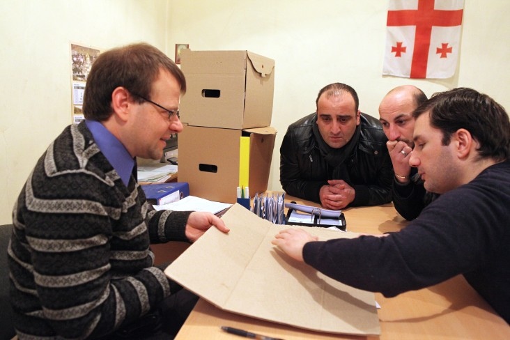 Representatives of Economic Prosperity Initiative and Legi Group deciding on new corrugated packaging at the box plant.