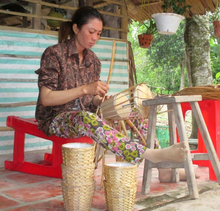 Ms. Nguyen Thi Hang makes baskets from water hyacinth.