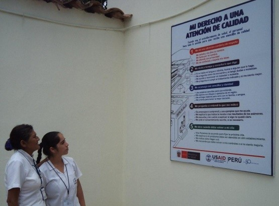 Poster informing patients of their right to quality care at the entrance of the Lluyllucucha health center.