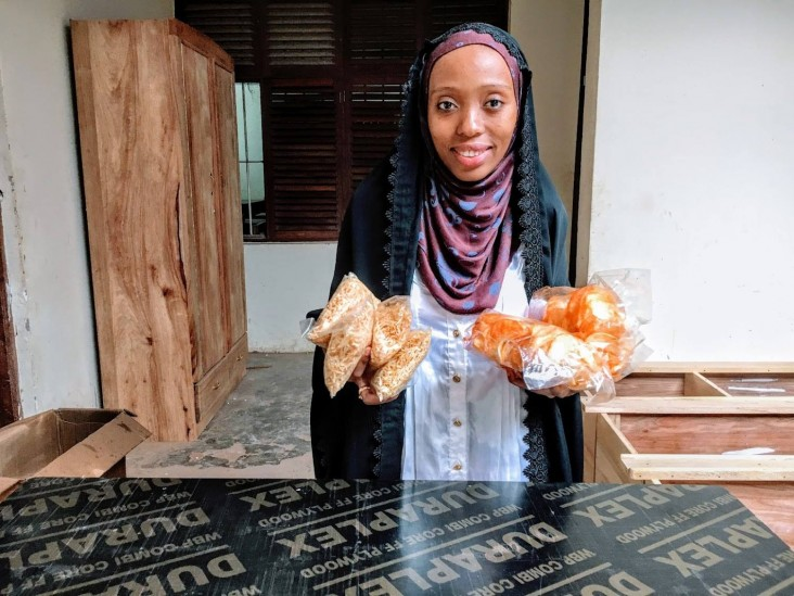 Ummi with cassava crisps