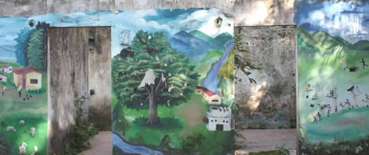 A mural painted by the community of Mampuján represents three moments: life before the conflict, after the displacement, and exp