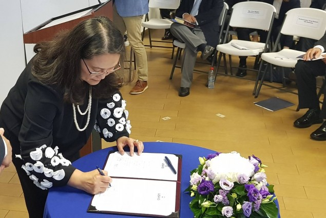 Lisa Magno, USAIDKosovo Mission Director Signs the Oath of Office