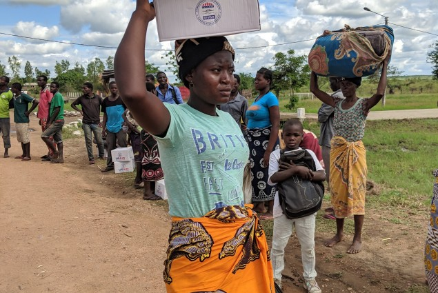 Receiving kits in Beira Province