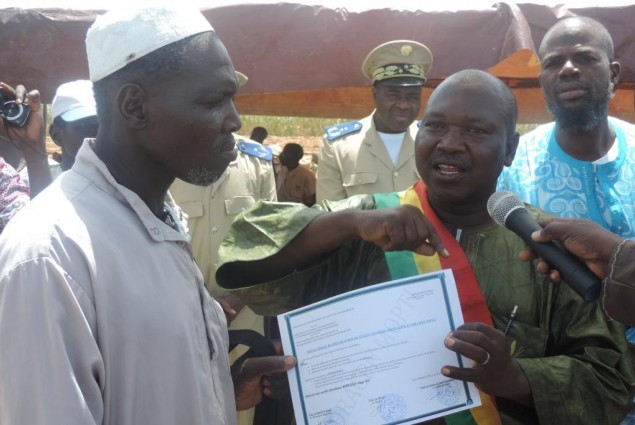 The Mayor of Sio handing certificate over to the cheif of the village of Wendeguele