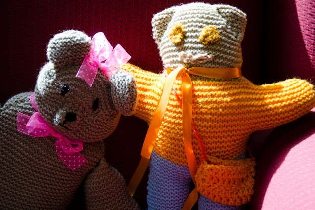 Two teddy bears in bright colors