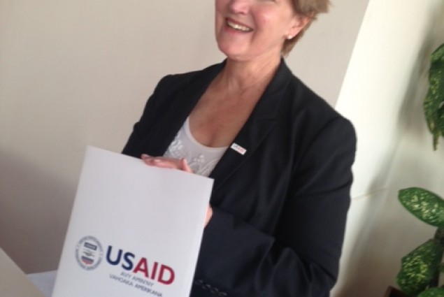 Mission Director presents USAID's letter of support for CARMMA action plan
