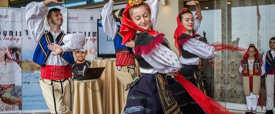 Albanian traditional dancers
