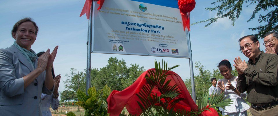 Mission Director Polly Dunford joined His Excellency Veng Sakhon, Minister of Agriculture, Forestry and Fisheries to launch the USAID-funded Technology Park in Battambang