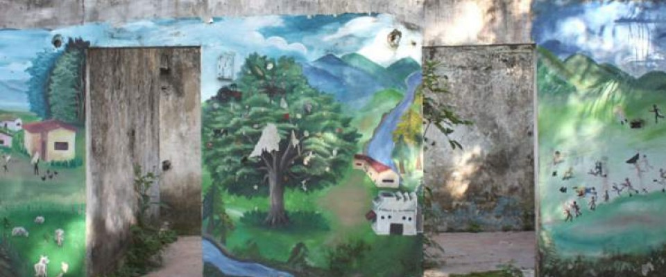 Mural representing three moments: life before the conflict, after the displacement, and expectations for a better future