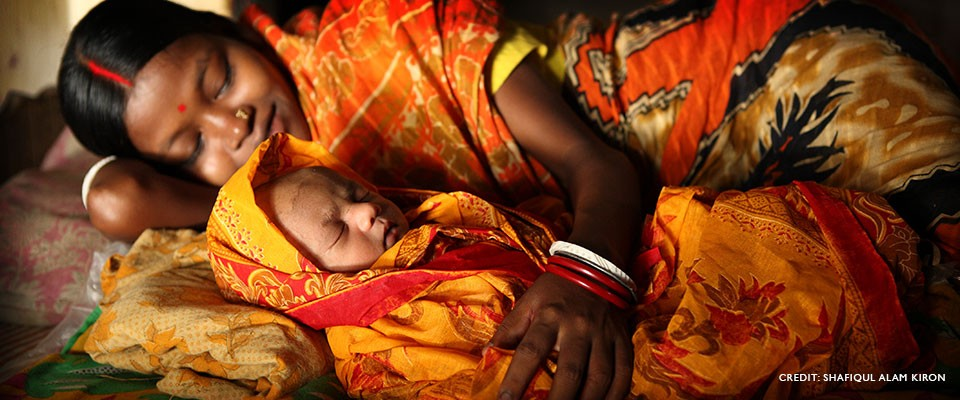 Image of mother and newborn baby in Bangladesh