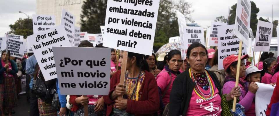Women of Guatemala marched for their rights on Women's Day on March 8, 2017. / AFP
