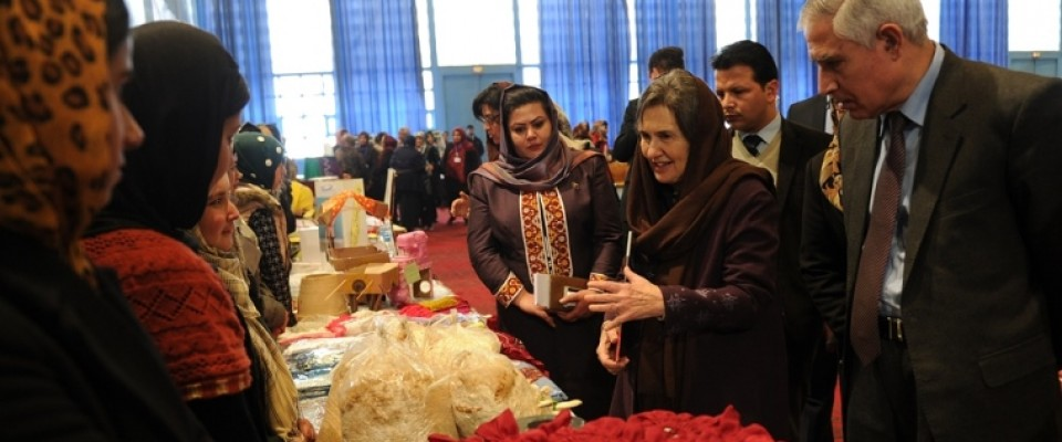First Lady of Afghanistan Rula Ghani looks at student's art work during first round of Jawana graduation ceremony in Kabul.