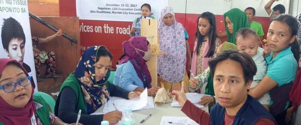 USAID conducts a mass TB screening for over 400 children in Saguiran, Lanao del Sur who were displaced by the Marawi siege.