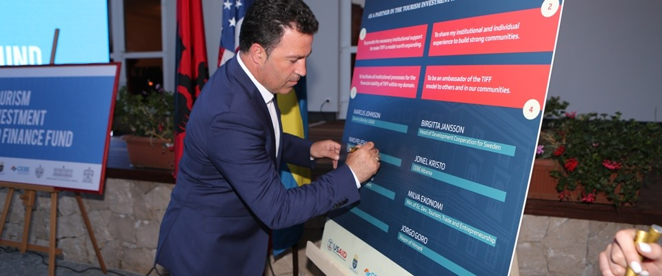 Deputy Prime Minister Signs Pledge of Support for TIFF
