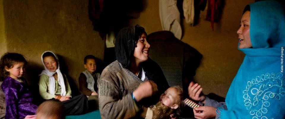 Community health worker talks about the health benefits of family planning in Bamyan, Afghanistan.