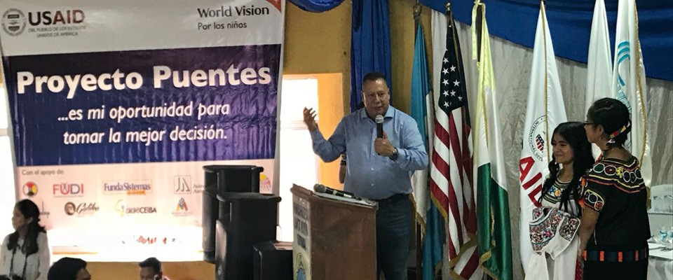 Through the Puentes and Prevention of unaccompanied minors migration projects, USAID and AMEXCID came together to offer employment training to youth from Quiché, Guatemala.