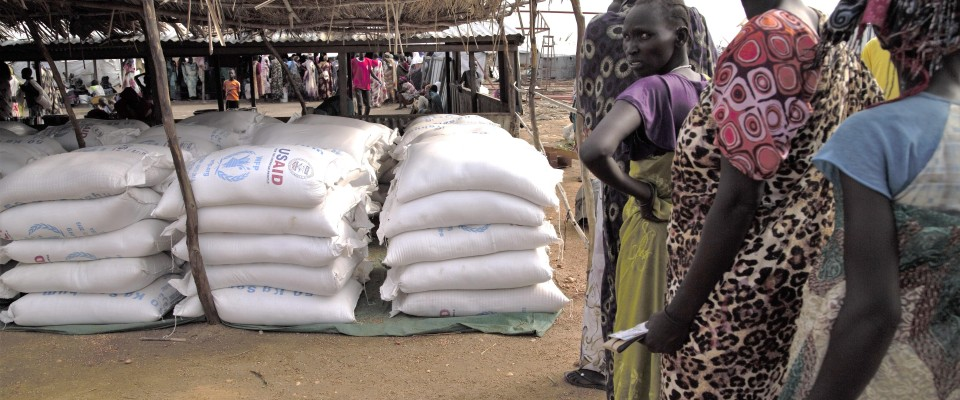 South Sudanese refugees in Sudan's White Nile state receive lifesaving USAID food assistance.