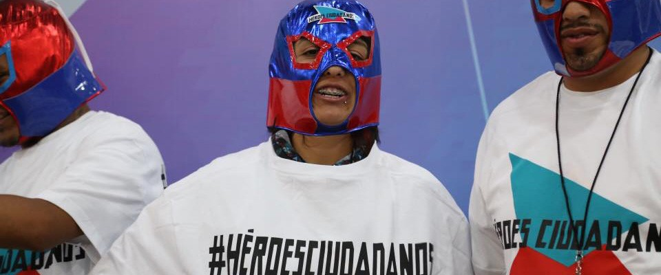 People wearing masks and shirts that read #HeroesCiudadanos