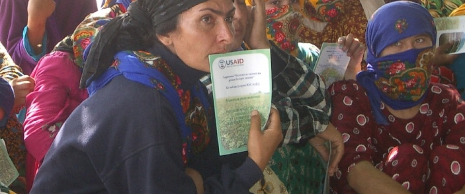 Female farmers in Tajikistan are hosting USAID-sponsored get-togethers to overcome endemic corruption and start their own farms.