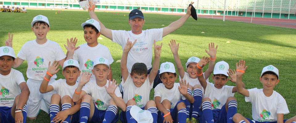 In Turkmenistan, USAID helps to prevent HIV and TB transmission by promoting healthy lifestyles among youth. Photo: USAID
