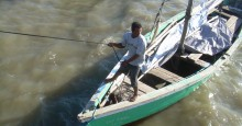 Honduran fisher in small-scale boat