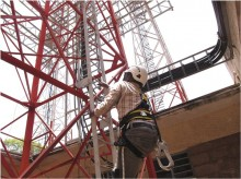 Samuel Maingi climbs Orange DadaabNet training tower.