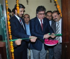 Fresh Fruit traders and buyers at the opening of India Fresh Fruit Trade Office.