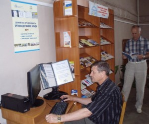 "Visitors use the resources of the CAPs at the Mykolaiv Oblast Universal Scientific ""Hmyriov"" Library."