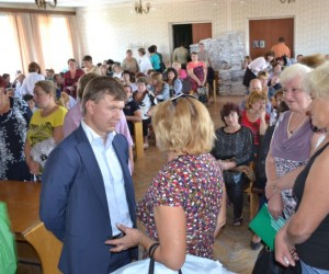 Candidate Ruslan Demchak meeting with voters during the 2014 parliamentary elections campaign.