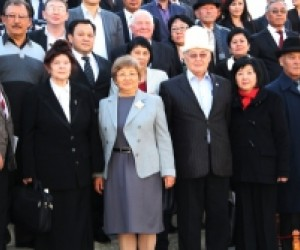Members of public councils with former President of the Kyrgyz Republic Roza Otunbaeva after the Annual Conference of  Public Ov