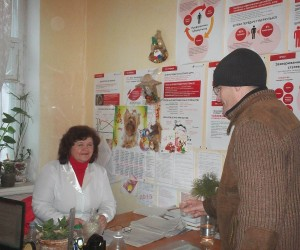 Viktor takes medication as part of MAT under supervision of Galyna Symutenkova, nurse at Lubny Regional Narcology Clinic.