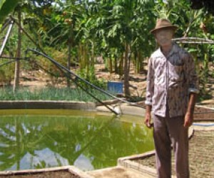 Seu Correa proudly displays his mandala farming system.