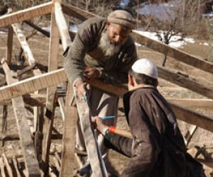 Master builders in the Chatterplain region of Mansera District train local villagers how to con-struct earthquake resistant tran