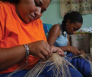 Orlanda and her daughter work at hand weaving at their home in the town of Bucaramanga, where they escaped to after being uproot